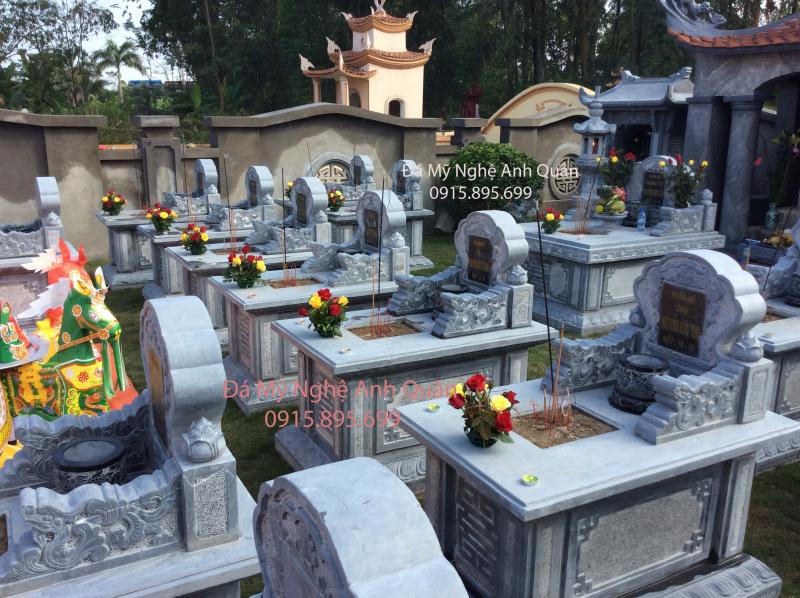 Toàn cảnh khu lăng mộ - gồm nhiều mộ đơn đẹp