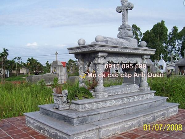 Đây là mộ công giáo được bình chọn là mẫu mộ đá công giáo đẹp 2016. Mộ đá công giáo rất bề thế, vững chắc, được lựa chọn nguyên liệu khá chi tiết.