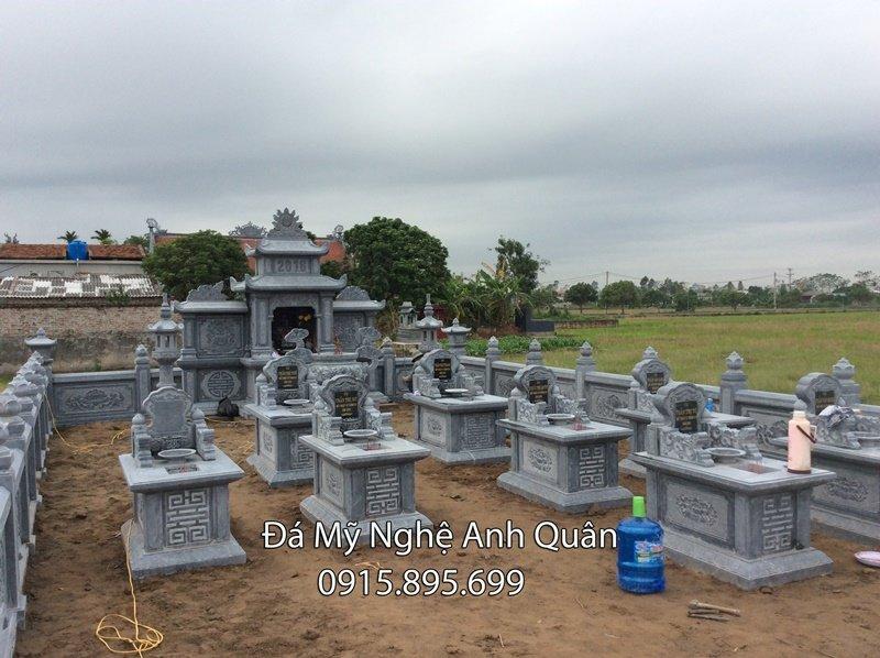Lang mo da cua gia dinh Chu Quang - Gom nhieu mo da don DEP