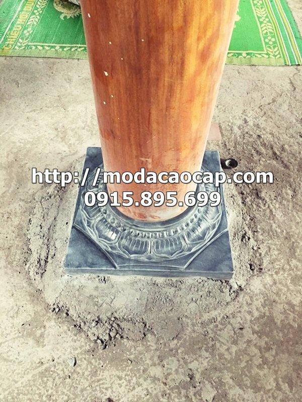 Sản phẩm sau khi kê cột gỗ bằng chân cột đá