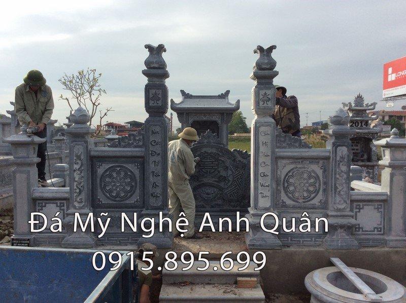 Cột cổng khu lăng mộ