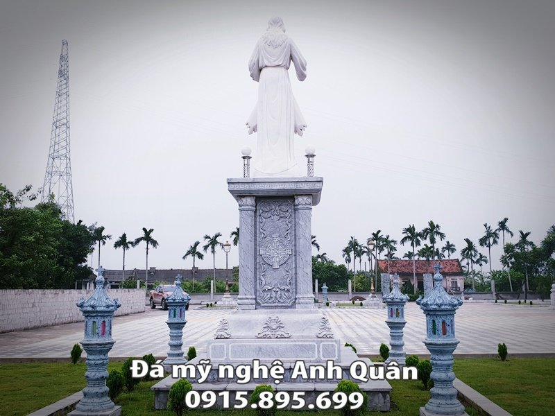 Phia sau cua tuong Chu Giesu