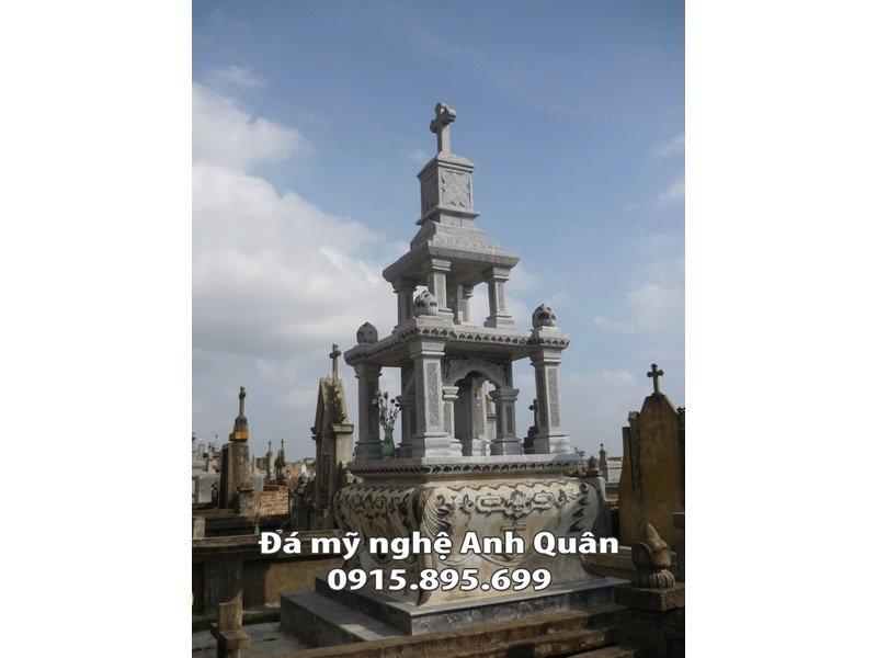 Mộ công giáo đá nhiều tầng, được ví như một tháp công giáo