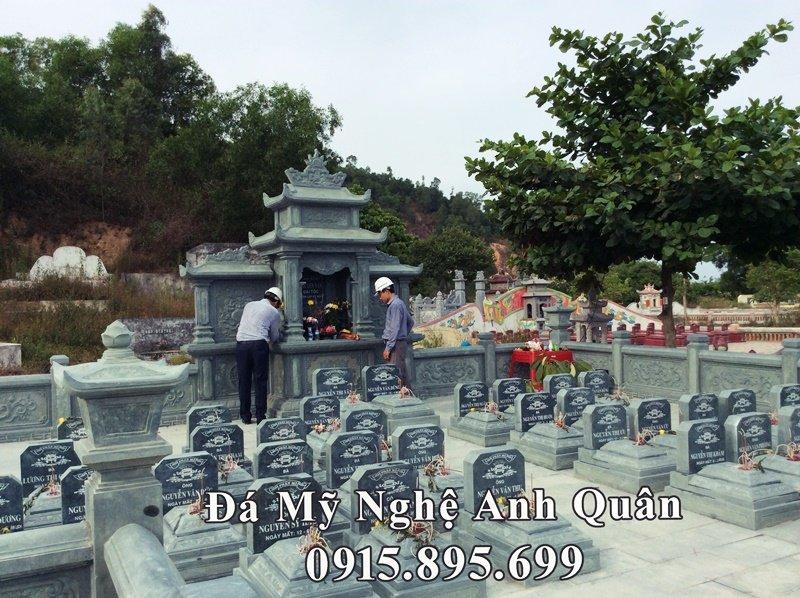 Khu lăng mộ đẹp - bằng đá xanh rêu nguyên khối