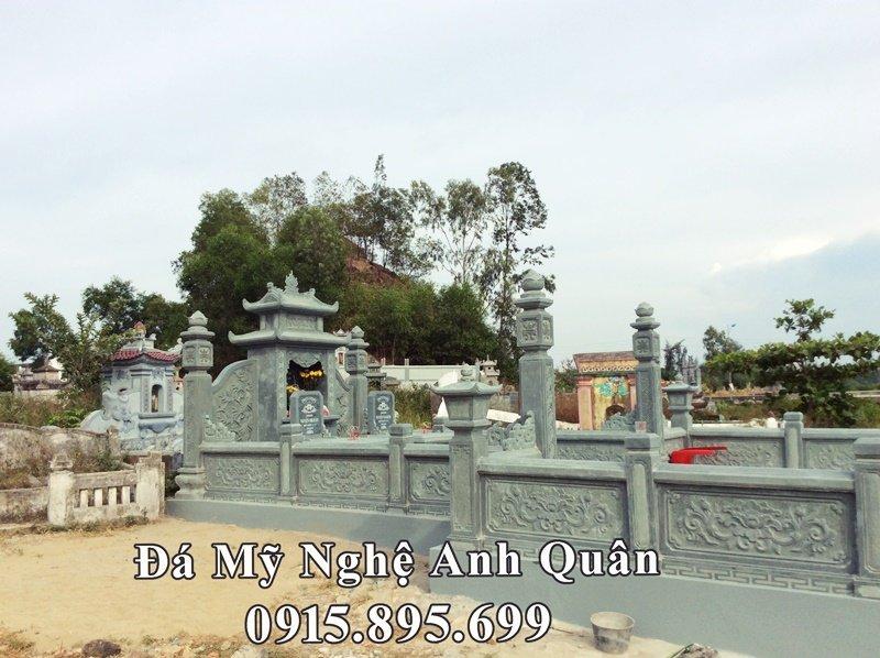 Mặt hông của khu lăng mộ đá xanh rêu tại Nghệ An