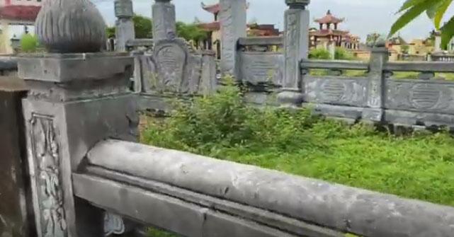 Lăng-mộ-bị-vỡ-nứt-rất-nghiêm-trọng