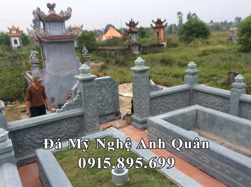 Khuon vien ben trong khu lang mo da xanh reu tai Thai Binh