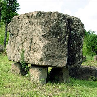 Mộ đá hình Bàn cờ vây