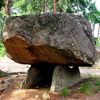 Mộ đá hình Bàn